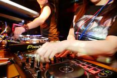 DJ TAKURO & 9R010