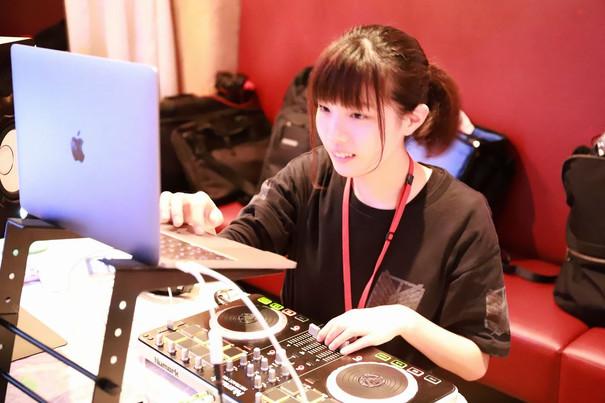 DJ 宙葉