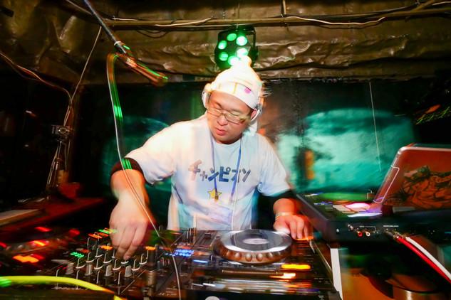 DJ 明日華