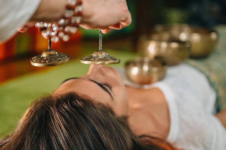 sound healing session with tibetan singing bowls