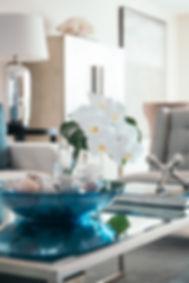 Coastal style Interior design. How to style a coffee table. Coastal style.