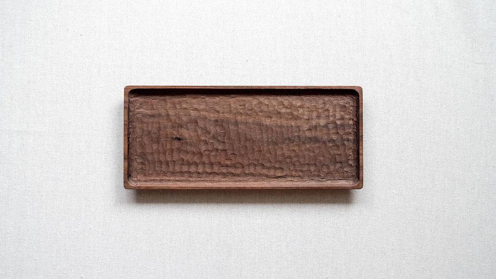 ウォールナットの長方平皿(はちのす彫り)