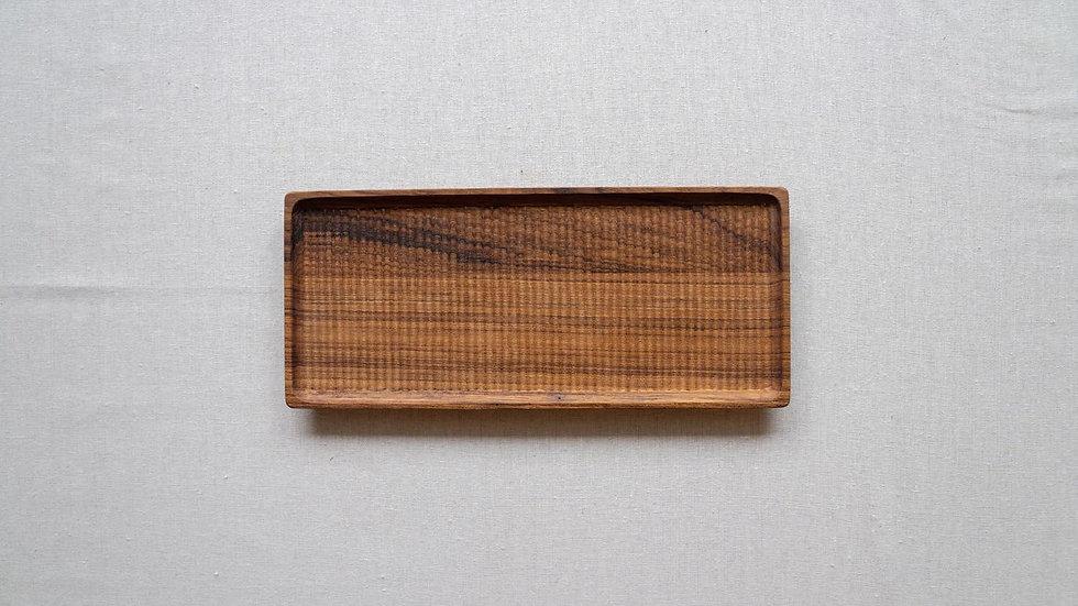 チークの長方平皿(木立彫り)
