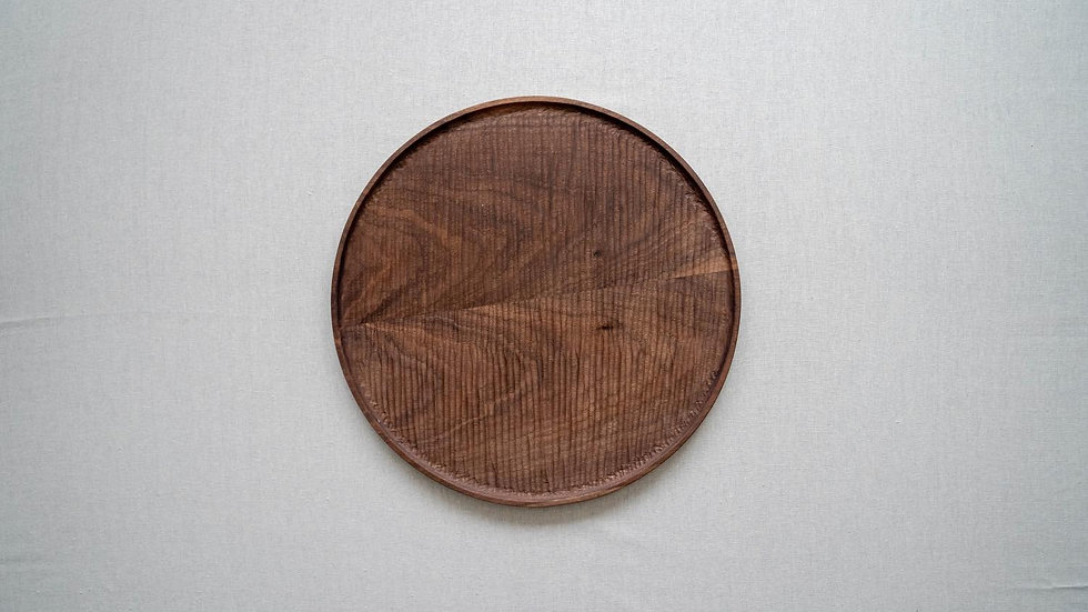 ウォールナットのラウンドトレイL(木立彫り)