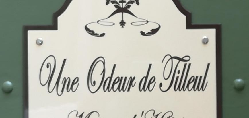 Une jolie plaque fronton Rétro à Montbrison