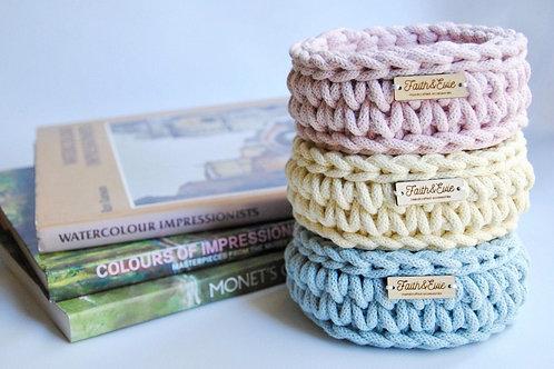 FAITH and EVIE - Crochet basket Small (cream)