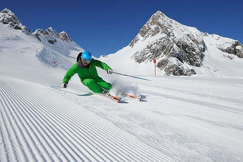 piste_skiing,_st_anton_am_arlberg,_josef