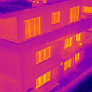 badanie-termowizyjne-budynkow-dronem.jpg