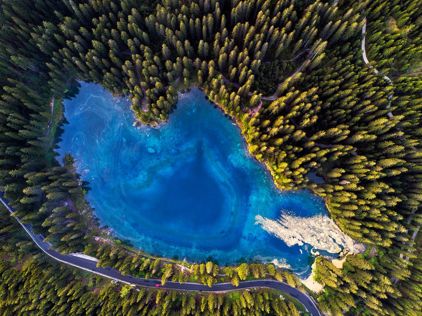Lago di Carezza all'alba