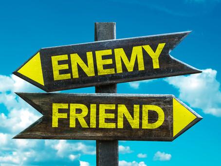 Die nukleare Familie und andere hinterhältige Freunde