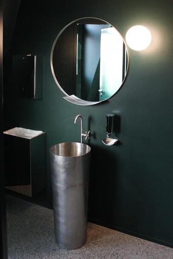 Waschbecken und Armatur mit Spiegel Chromstahl