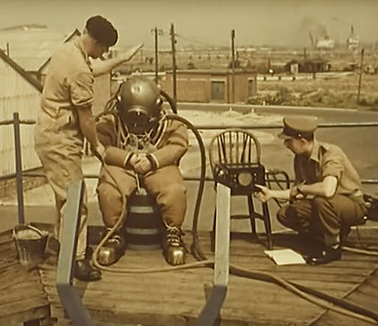 Royal Engineer Divers using Standard 1.j