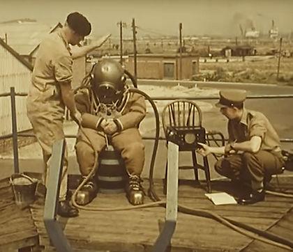 Royal Engineer Divers using Standard 1.j