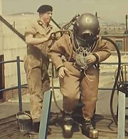 Royal Engineer Divers using Standard 2.j