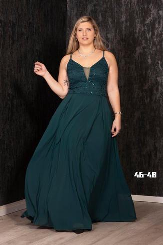 שמלת שיפון ותחרה בגזרה סופר מחמיאה מעט נצנוץ בתחרה צבעים - כחול נייבי, שחור, ירוק בקבוק מידות 46-48  לכל שאלה מוזמנת ללחוץ על כפתור הווטסאפ ולשלוח צילום מסך עם השמלה המבוקשת.