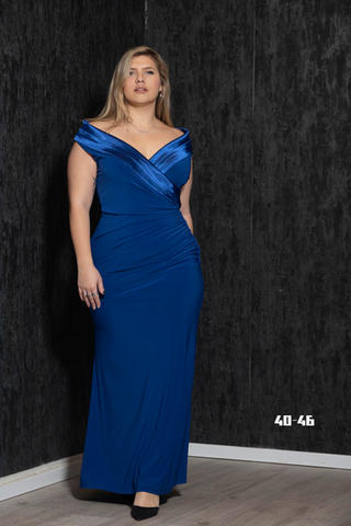 שמלת מקסי לייקרה צמודה גזרת אוף שולדר עם גימור סאטן שסע צידי צבע - כחול רויאל מידות 40, 46   לכל שאלה מוזמנת ללחוץ על כפתור הווטסאפ ולשלוח צילום מסך עם השמלה המבוקשת.