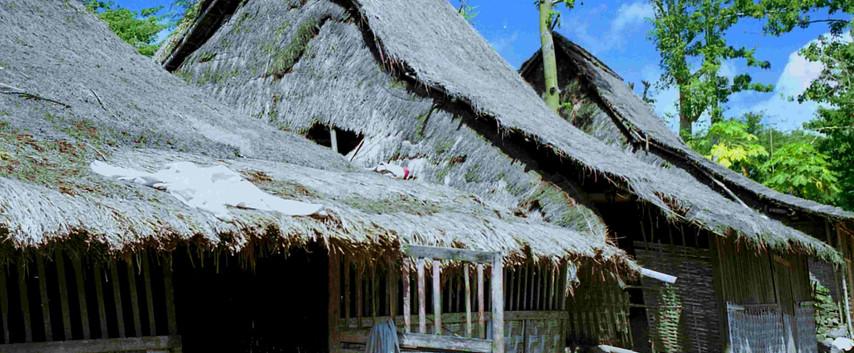 Lom Bok Huts