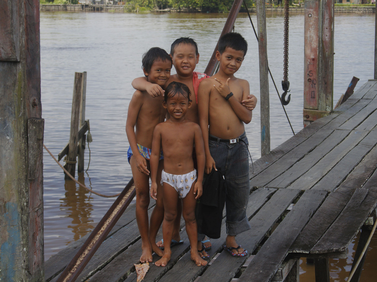 kids On The Mighty Kapuas River