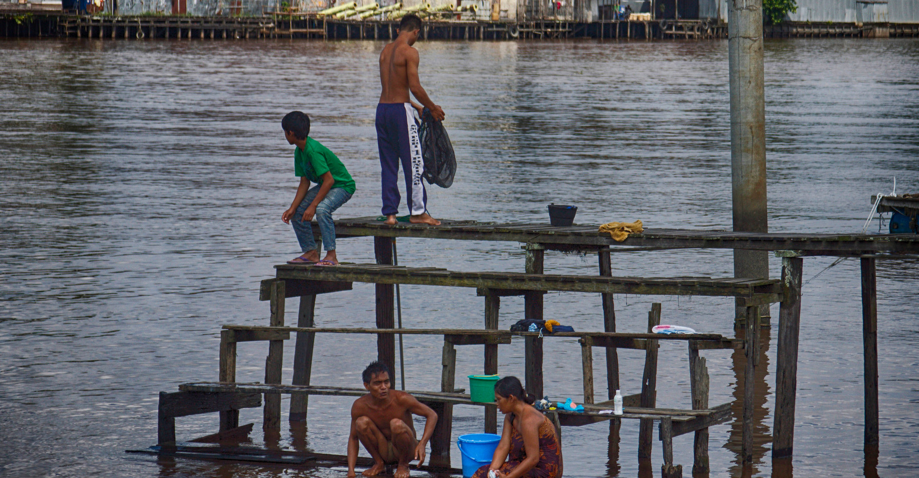 Cleaning Up On The Kapuas River