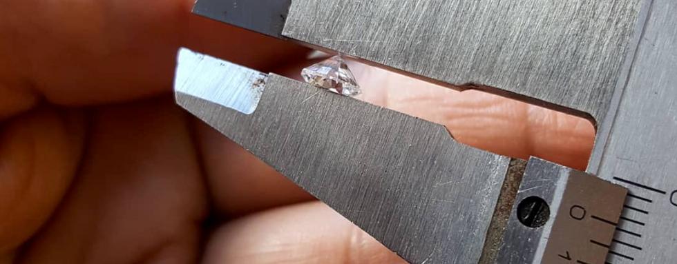 Medindo diamante