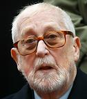 (1919-2014), plus connu sous son nom de résistant de Philippe Dechartre. D'abord proche de François Mitterrand après 1943, puis de Pierre Mendès-France au début des années 50, il rejoint le mouvement des Gaullistes de gauche et sera plusieurs fois secrétaire d'état dans les années 60 et 70, s'occupant par ailleurs d'audiovisuel