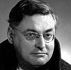 Né au Havre le 21 février 1903 et mort à Paris 13e le 25 octobre 1976, est un romancier, poète, dramaturge, cofondateur du groupe littéraire Oulipo. C'est un ancien élève. Un collège de Montivilliers porte son nom.