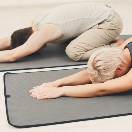 couple-training-yoga-in-childs-pose-PTQW