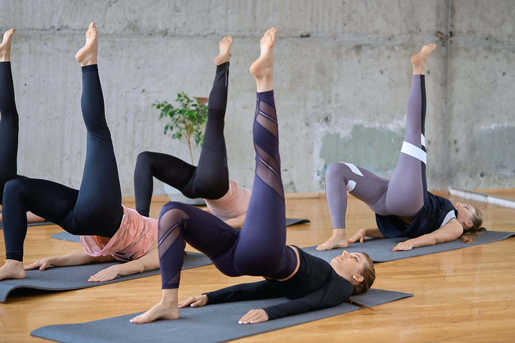 women-stretching-with-leg-up-on-mats-ZGY