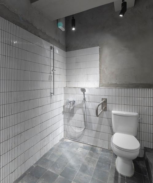 108梁山 無障礙廁所及淋浴間