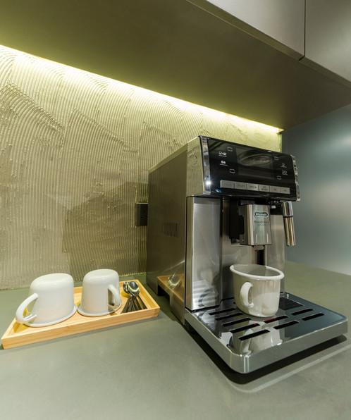 108梁山 De'Longhi 咖啡機