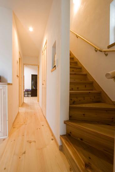 八尾 0宣言の家 出雲建築設計 大阪 東大阪 注文住宅 健康住宅 自然素材の家 廊下 階段 無垢材