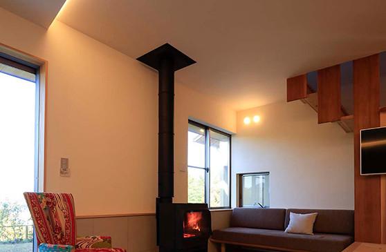 里山 設計士の家 住人十色 出雲建築設計 大阪 東大阪 注文住宅 健康住宅 自然素材の家 リビング 土間タイル 薪ストーブ