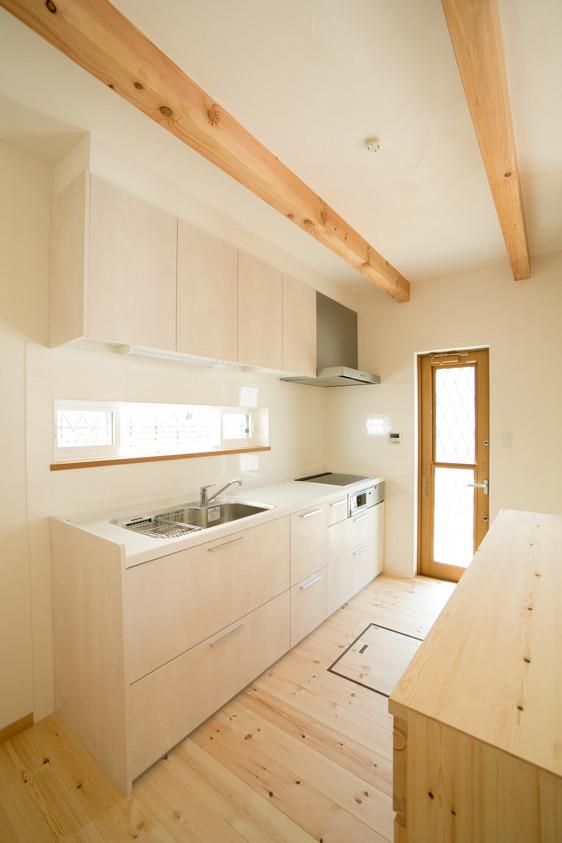 八尾 0宣言の家 出雲建築設計 大阪 東大阪 自由設計 システムキッチン 化粧梁 無垢床 勝手口