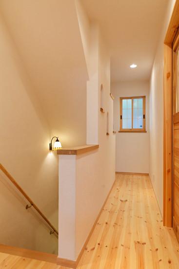 大阪 0宣言の家 出雲建築設計 東大阪 自由設計 階段室 廊下 無垢床 無垢扉 内断熱セルローズファイバー 内部結露防止