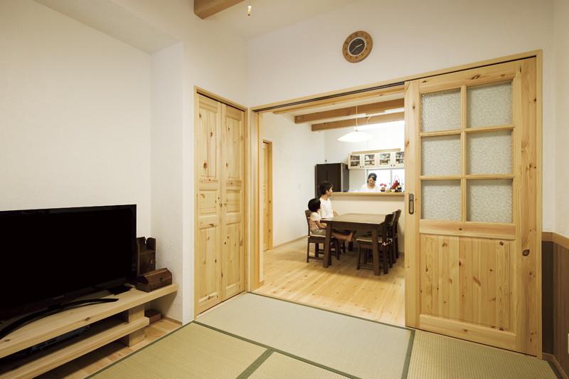 守口 0宣言の家 出雲建築設計 大阪 東大阪 自由設計 健康住宅 自然素材の家 和室 健康畳 造作TVボード 無垢間仕切り建具 ダイニング 無垢フローリング パイン材