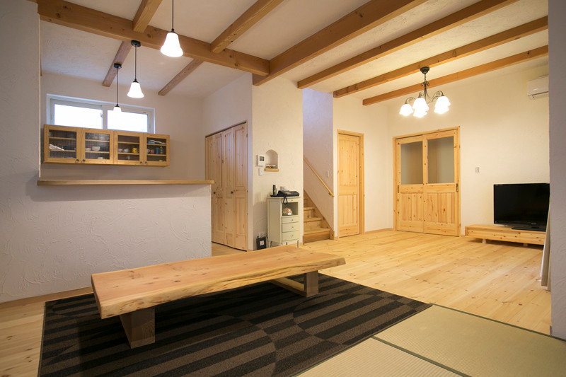 東大阪 0宣言の家 出雲建築設計 大阪 自由設計 医師が薦める健康住宅 自然素材住宅 LDK 天然い草畳 無垢造作家具 内断熱 セルローズファイバー 調湿機能 完成見学会