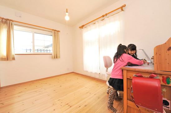 柏原 0宣言の家 出雲建築設計 大阪 東大阪 自由設計 注文住宅 自然素材の家 無垢床 樹脂サッシ スペイン漆喰 塗り壁 内断熱 セルローズファイバー