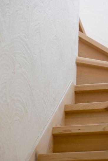 東大阪 0宣言の家 出雲建築設計 大阪 医師が薦める健康住宅 自然素材住宅 階段室 無垢階段 スペイン漆喰 内断熱 セルローズファイバー 調湿機能