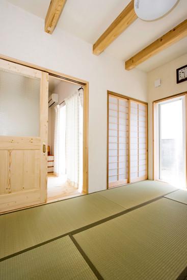 八尾 0宣言の家 出雲建築設計 大阪 東大阪 自由設計 健康住宅 自然素材の家 和室 天井化粧梁 天然い草畳 フィトンチッド 樹脂サッシ 結露防止