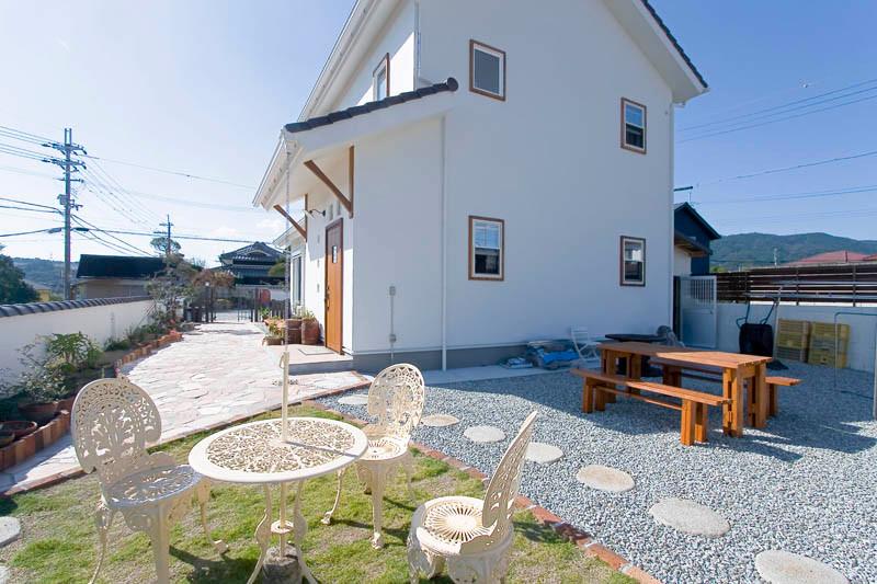 和歌山 0宣言の家 出雲建築設計 大阪 東大阪 健康住宅 自然素材の家 洋風 外観 樹脂サッシ 庭 ガーデニング
