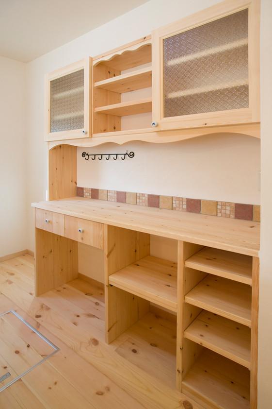 枚方 0宣言の家 出雲建築設計 注文住宅 健康住宅 自然素材の家 造作無垢食器棚 パイン材 OB様宅体感