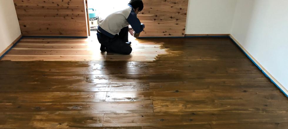 杉床貼り仕上げ 塗装