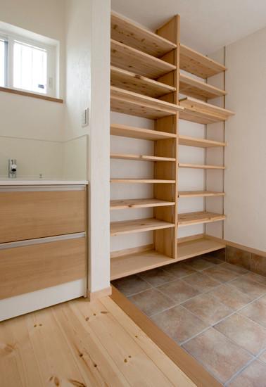 八尾 0宣言の家 出雲建築設計 大阪 東大阪 自由設計 健康住宅 自然素材住宅 靴収納 無垢可動棚 洗面台 動線計画