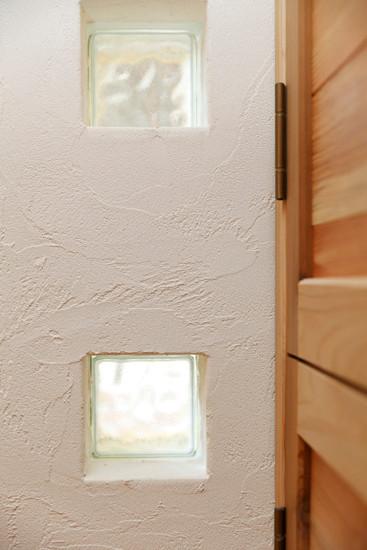 大阪 0宣言の家 出雲建築設計 東大阪 注文住宅 健康住宅 自然素材の家 ガラスブロック スペイン漆喰 調湿性能 シックハウス対策 完成見学会
