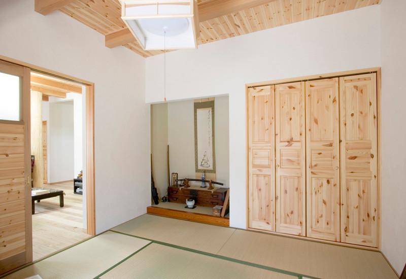 東大阪 0宣言の家 出雲建築設計 大阪 注文住宅 健康住宅 自然素材の家 和室 天然い草畳 健康畳 天井無垢板貼り 化粧梁 スペイン漆喰塗り壁