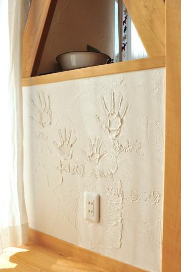 柏原 0宣言の家 出雲建築設計 大阪 東大阪 自由設計 医師が薦める健康住宅 自然素材住宅 スペイン漆喰 オリジナル手形 調湿性能 自浄効果