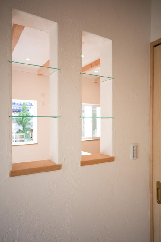 寝屋川 0宣言の家 出雲建築設計 大阪 東大阪 注文住宅 健康住宅 自然素材の家 壁開口 収納棚 スペイン漆喰塗り 調湿効果 消臭効果