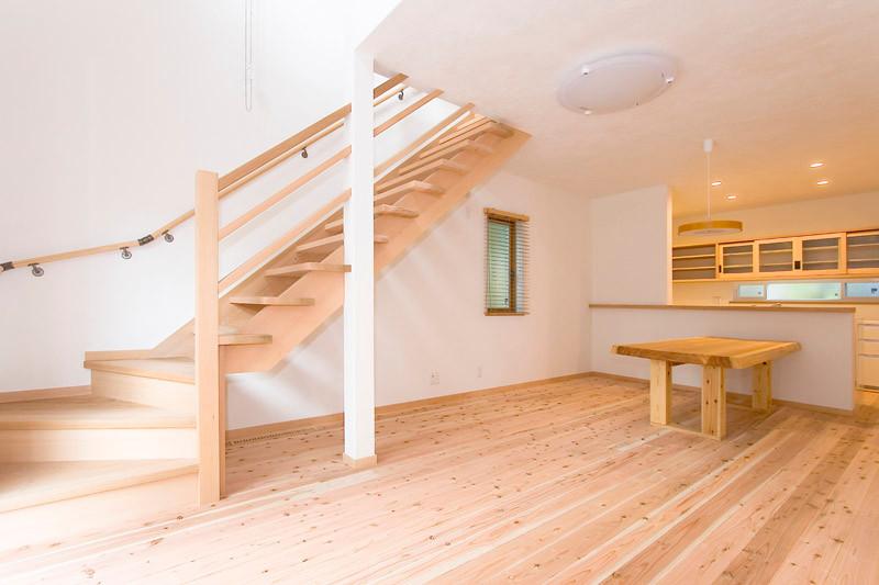 奈良 0宣言の家 出雲建築設計 大阪 東大阪 自由設計 医師が薦める健康住宅 自然素材住宅 LDK 無垢床 杉 リビング階段 スペイン漆喰 内断熱 セルローズファイバー