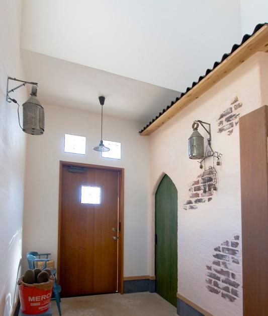 和歌山 0宣言の家 出雲建築設計 医師が薦める健康住宅 自然素材住宅 玄関 無垢玄関扉 アクセントタイル オーダーメイド