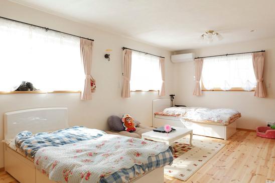 大阪 0宣言の家 出雲建築設計 東大阪 注文住宅 健康住宅 自然素材の家 洋室 無垢フローリング スペイン漆喰塗り 調湿効果